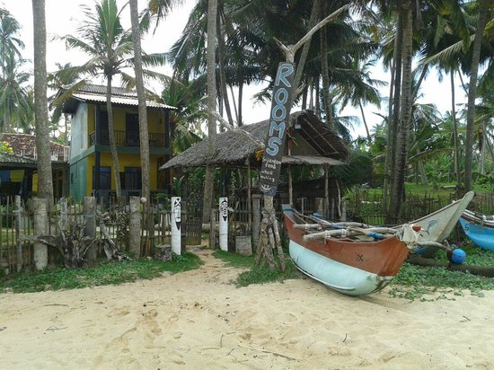 Praneeth Guest House, Mirissa: Place from the beach