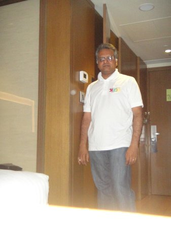 Novotel Bengaluru Techpark: The passage into the bedroom