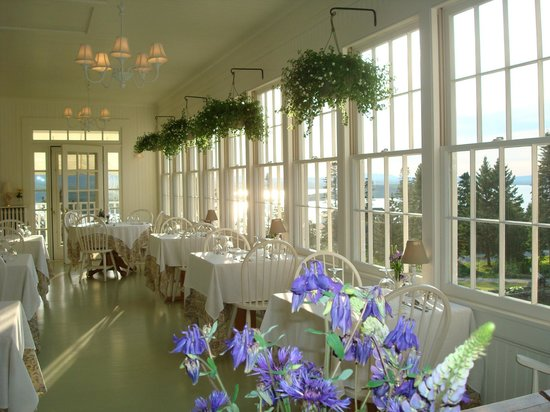 Blair Hill Inn: Guests love the delightful cafe porch where delicious, multi-course breakfast is served each mor