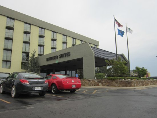 Embassy Suites by Hilton Oklahoma City Will Rogers Airport : Entrada do Hotel !