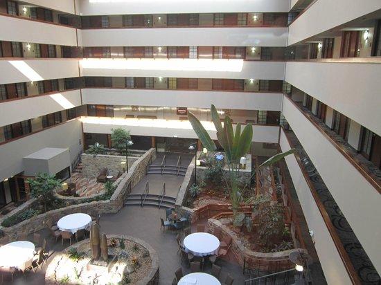 Embassy Suites by Hilton Oklahoma City Will Rogers Airport: Vista de dentro do elevador panorâmico !