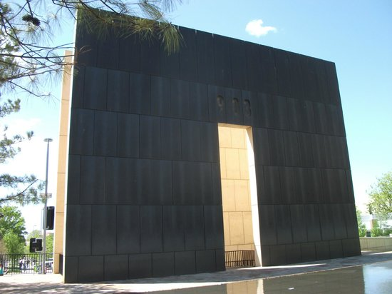 Oklahoma City National Memorial & Museum : Memorial arch on site of the street
