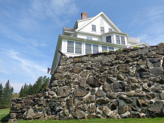 Blair Hill Inn: 900' long, 20' high stone walls create a magical and commanding setting for this historic estate