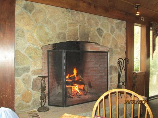 The Homestead Restaurant & Tavern : Stone Fireplace
