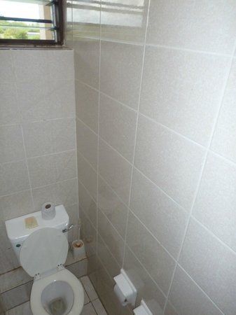 Amani Tiwi Beach Resort : Toilet attached to bathroom.