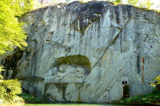 Monumento al león de Lucerna: So sad