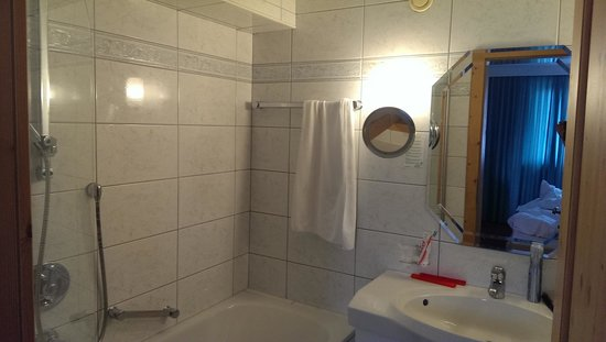 Hotel Serles: Badezimmer