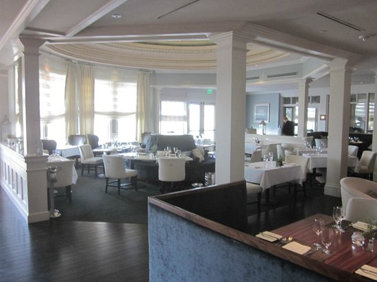 Wentworth by the Sea, A Marriott Hotel & Spa: View from bar area to the main dining room