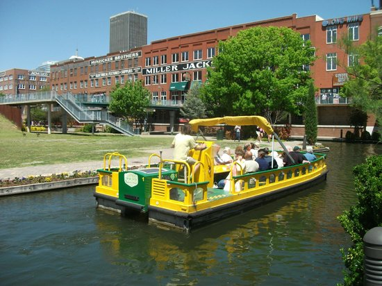 Bricktown : The canal area