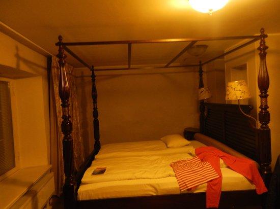 Hotel CRU: room