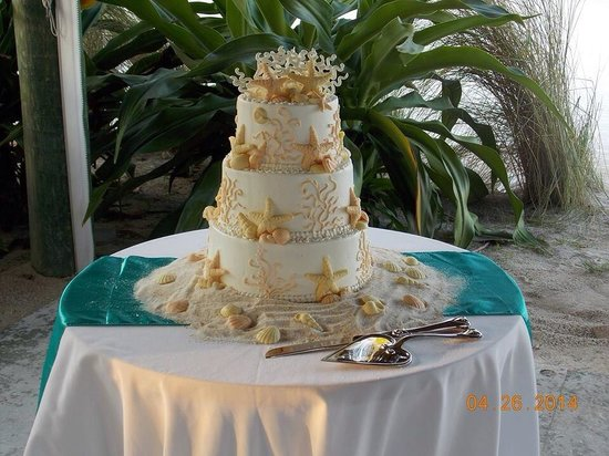 Bob's Bunz : Our wedding cake from Bobs Bunz