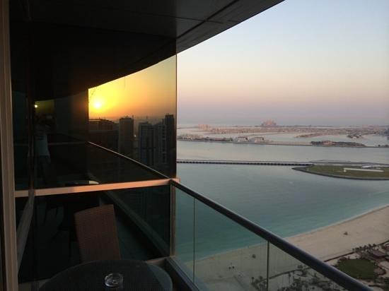 JA Oasis Beach Tower: Balkon Zimmer 4102