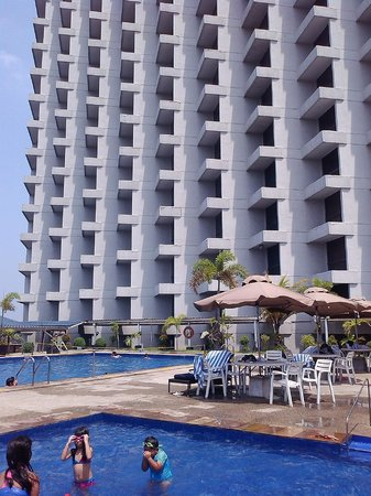Hotel Jen Manila: pool area