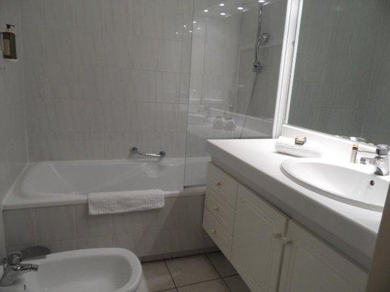 Hôtel-Club Cosmos : salle de bain