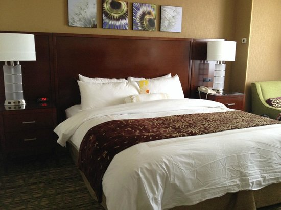 West Des Moines Marriott: King room - standard