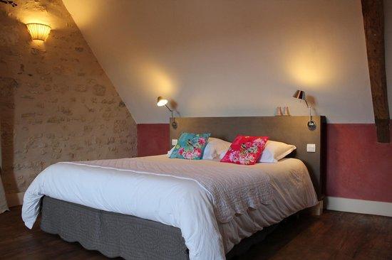 Chambres d'Hotes de Parseval : Suite Avril, une grande chambre, une petite chambre, salle de bain avec douche et WC.