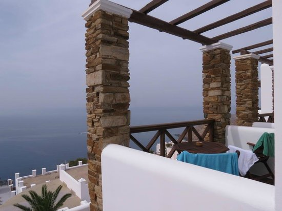 Hotel Katerina: One of the top floor terraces
