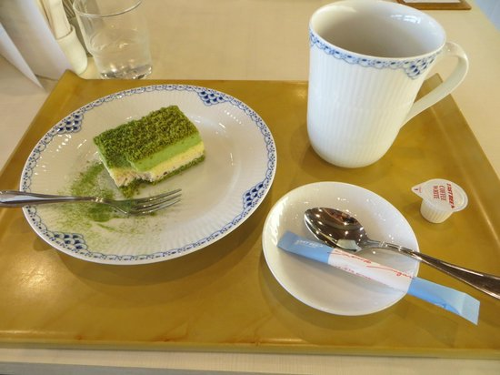 Nara National Museum: Cake and coffee served in cafe