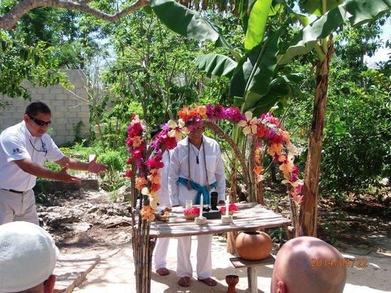 Ruinas de Coba: Mayan prayer at Coba