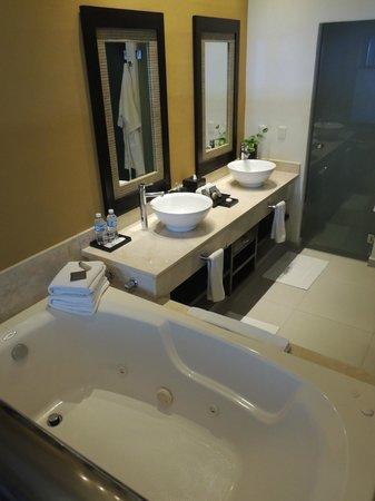 El Dorado Sensimar Riviera Maya: premier bathroom