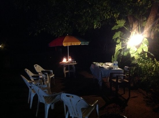 Habarana Inn: Dinner under the stars
