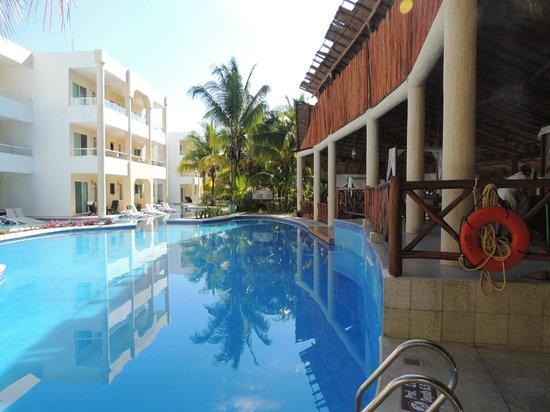 El Dorado Sensimar Riviera Maya: One of the Swim up bars