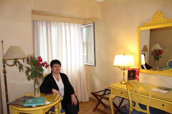 Salles Hotel Pere IV: кофейный столик