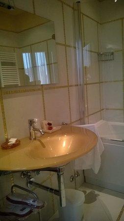Hotel Ai Due Principi: la salle de bain ...un peu bling-bling