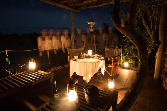 Singita Faru Faru Lodge : A romantic dinner on our personal deck