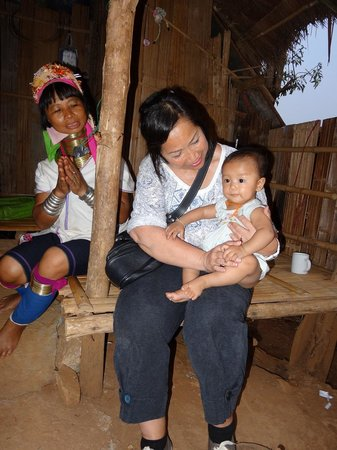 Lanna Kingdom Tours: A Karen LongNeck young women and her baby