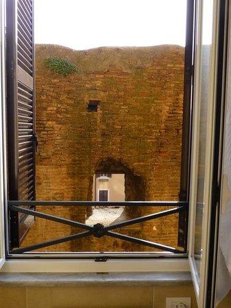 A Trastevere da M.E. : Roman ruin from bathroom window