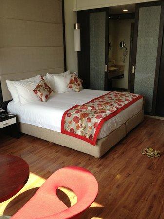E Hotel: Queen bed
