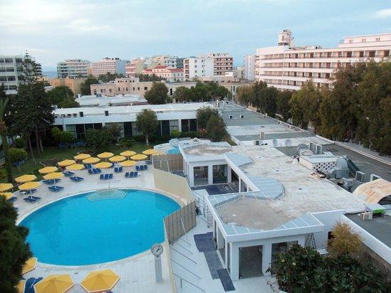 Mitsis Grand Hotel: Pool på baksidan