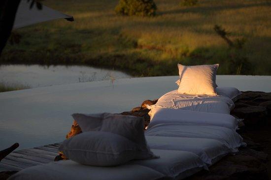 Singita Faru Faru Lodge: Sunrise by the pool