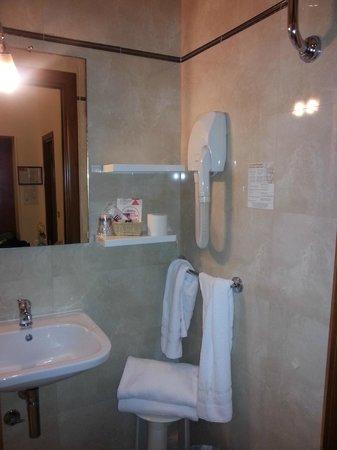 Hotel Italia: Ванная в номере 40