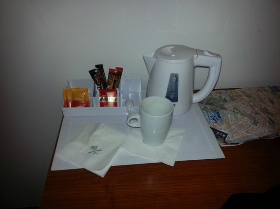 Hotel Italia: Чайно-кофейные принадлежности
