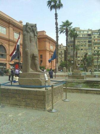 Musée égyptien du Caire : Entrada