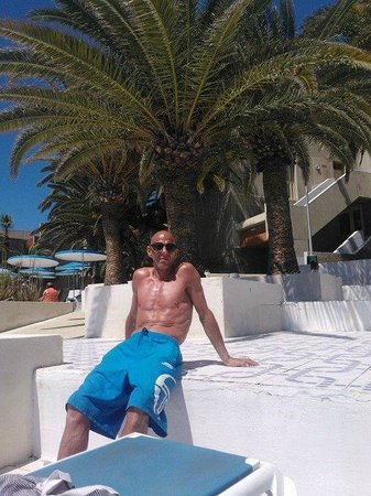 Annapurna Hotel Tenerife: one of the many poolside area's