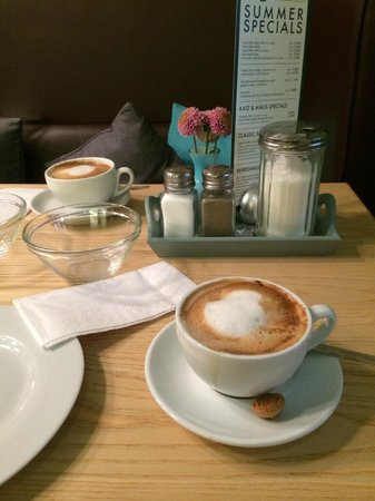 The Circus Hostel: Coffee with milk