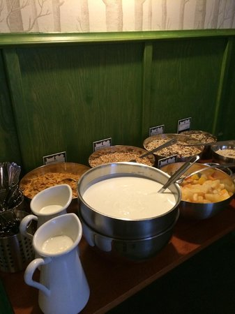 The Circus Hostel: More breakfast offerings