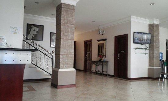 Valentino's Hotel: Hotel lobby