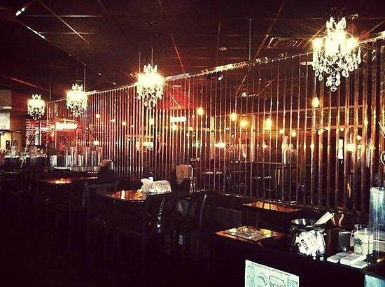 Metropolitan Grill & Vespa Kitchen: Bar area