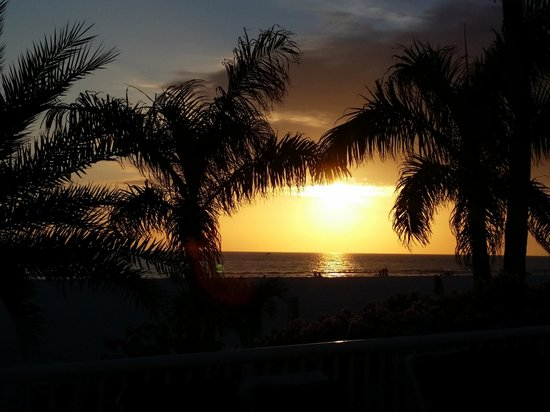 Grand Plaza Beachfront Resort Hotel & Conference Center: Don't miss a single sunset if you LOVE them