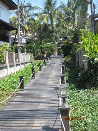 Krabi La Playa Resort: Rear entrance to Hotel