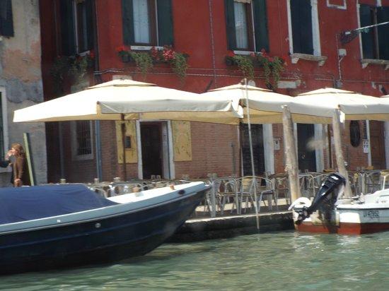 Trattoria Dalla Marisa: locale visto da barca