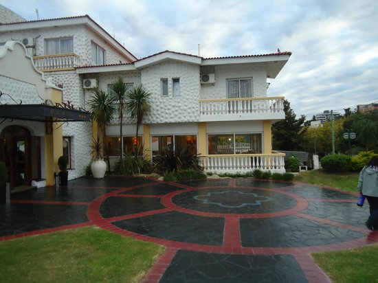 Santa Cecilia Resort & Spa: continuacion del frente del hotel