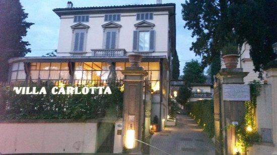 Villa Carlotta Hotel : Vu depuis la rue