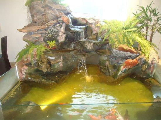Santa Cecilia Resort & Spa: fuente en el interior del hotel