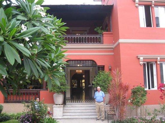 Antigua Miraflores Hotel: Antigua Miraflores front courtyard