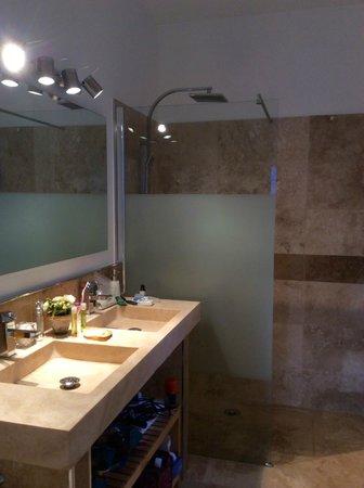Villa Kilauea: Bathroom of suite
